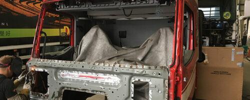 Laat de truckschade herstellen bij een grote werkplaats